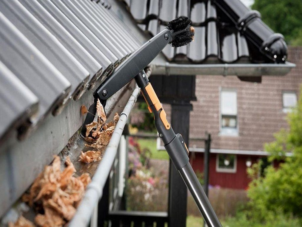 gutter-cleaning-tools-1024x642